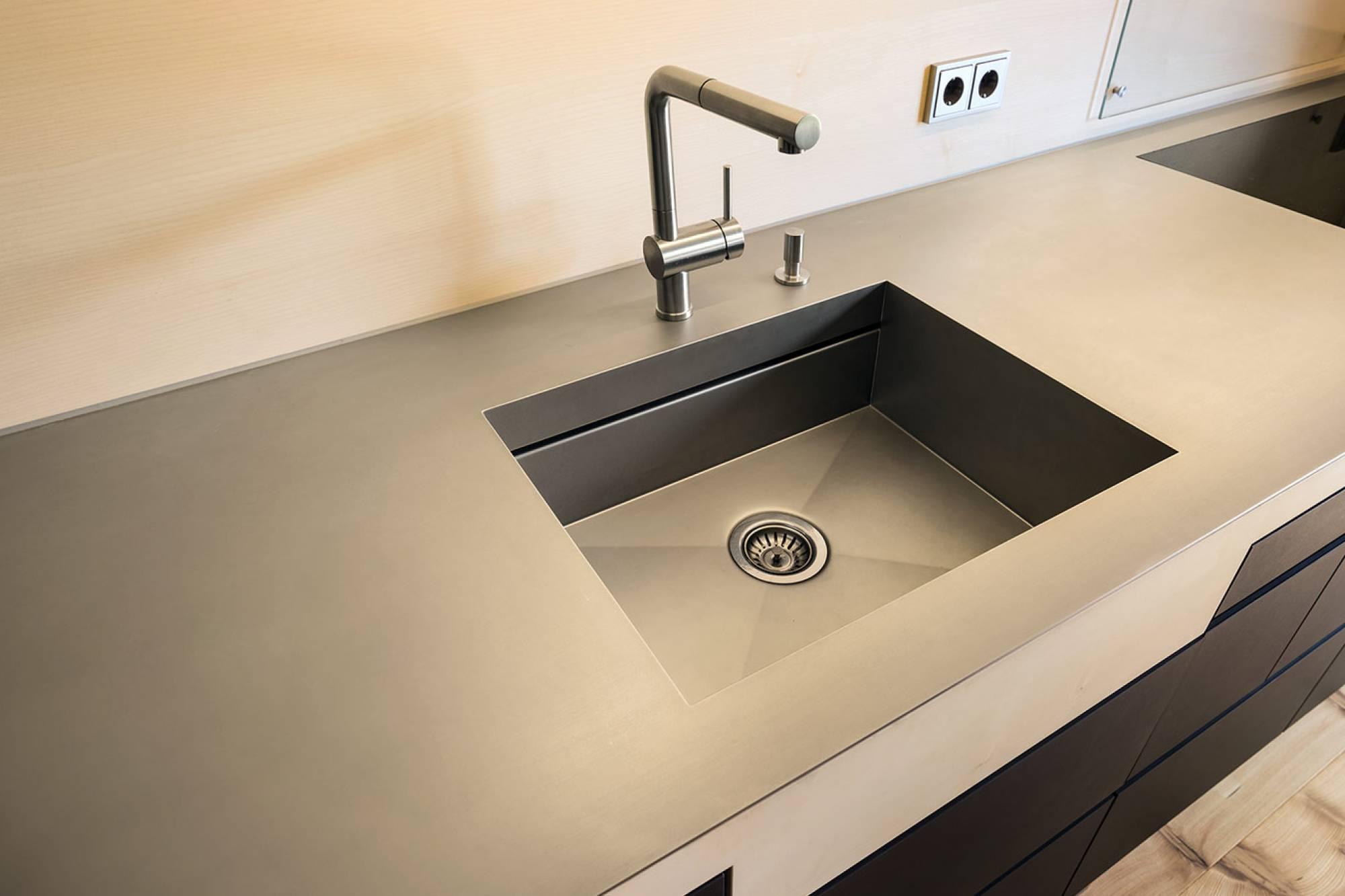 Küchenarbeitsplatten aus Edelstahl, flächenbündige Spülen ...